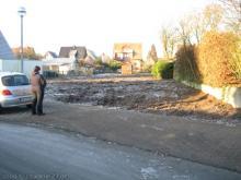 Das Grundstück ist vom Bewuchs freigeräumt  [13.12.2008] Grundstück