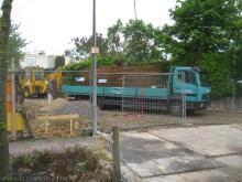 Der Baukran steht und die ersten Stahlbewehrungen sind da  [29.04.2009] Keller