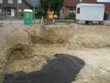 Upps - da war wohl ein Rohr Letzte Ausschachtungsarbeiten sind abgeschlossen [25.05.2009] Erdarbeiten