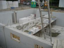 Erste Steinwände - die Kellerräume entstehen  [05.06.2009] Keller