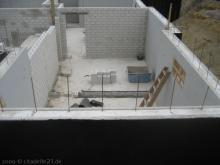 Wasserdichte Beschichtung der Kellerwände Vorne: Mareike's Fitnessraum, aber noch ohne Mauer [05.06.2009] Keller