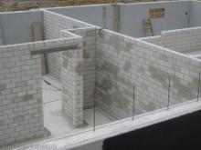 Wasserdichte Beschichtung der Kellerwände Mitte: Versorgungsschacht für Haustechnik [05.06.2009] Keller