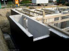 Baustützen für die Kellerdecke Außentreppe zum Keller [09.06.2009] Keller
