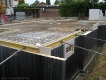 Die Verschalung für die Bodenplatte ist fertig Verschalung für die Bodenplatte [11.06.2009] Keller