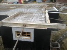 Die Verschalung für die Bodenplatte ist fertig Hier entsteht später der Hauswirtschaftsraum [11.06.2009] Keller