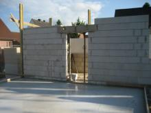 Die Bodenplatte für die Garage ist fertig Blick von der Garage zum Hauswirtschaftsraum [23.06.2009] Garage