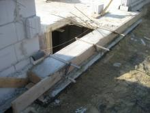 Die Außenwände stehen fast Fundamenterweiterung im Bereich des Hauseingangs [23.06.2009] Erdgeschoss