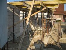 Vorbereitungen für die Erdgeschossdecke Terasse: Hilfskonstruktion für die Betondecke [26.06.2009] Erdgeschoss