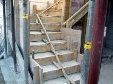 Die Erdgeschossdecke und Treppe sind fertig Treppe zum Obergeschoss [03.07.2009] Erdgeschoss
