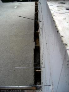 Die Betondecke wurde gegossen Spalt zwischen Garage und Haus [09.07.2009] Garage