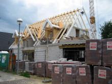 Die große Dachgaube über dem Eingangsbereich  [23.07.2009] Dachstuhl