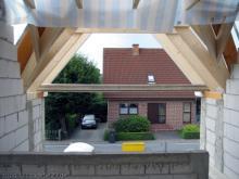 Die große Dachgaube über dem Eingangsbereich Blick auf die große Dachgaube über dem Eingangsbereich [23.07.2009] Dachstuhl