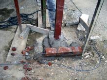 Die Vormauerziegel liegen bereit, der Verblender kann gemauert werden! Ecksäule mit Stahlstütze an der Terrasse [30.07.2009] Verblender
