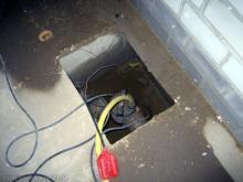 Rundgang durch den keller Schacht für die Tauchpumpe [05.08.2009] Keller