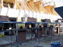 Die Maurerarbeiten beim Verblenden gehen in die zweite Runde Gerüst für die Maurer [07.08.2009] Verblender
