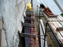 Das Verblenden geht weiter V4A-Stahlhalterung in den Fensterbögen [09.08.2009] Verblender