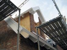 Die Dachblenden und Sichtschalungen wurden angebracht Satteldachgaube mit Sichtschalung [27.08.2009] Dachstuhl