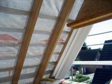 Die Dachfolie und Dachlatten werden angebracht  [01.09.2009] Dachstuhl