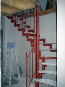 das stahlger st der treppe zum spitzboden steht. Black Bedroom Furniture Sets. Home Design Ideas