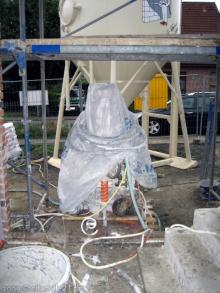 Die Putzer sind auch schon fast fertig Die Mischpumpe der Putzmaschine [08.10.2009] Innenputz