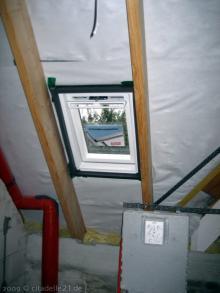 Das Velux-Fenster im Gäste-Bad wurde eingebaut  [08.10.2009] Fenster