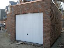 Die Garagentüren sind drin  [07.10.2009] Garage