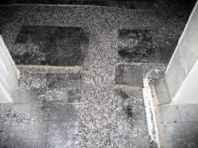 Die Estrichleger bereiten die Böden vor Zwischen den Isolierplatten liegen Polystyrolkügelchen [20.10.2009] Fußboden