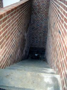 Kellertür und Außentreppe sind fertig Außentreppe [11.11.2009] Keller
