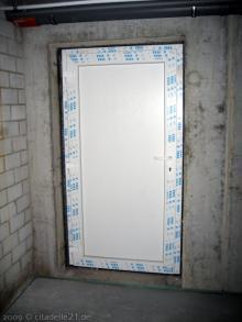 Kellertür und Außentreppe sind fertig Die Tür zur Außentreppe [11.11.2009] Keller