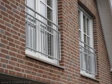 Brüstung vor den Kinderzimmerfenstern  [17.11.2009] Fenster