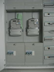 Die erste Lampe brennt Stromzähler für Hausstrom und Erdwärmepumpe [23.11.2009] Installation