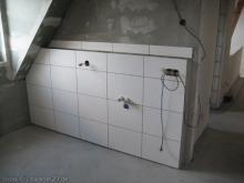Erste Fliesen im Bad Wand für die Waschbecken [24.11.2009] Fliesen