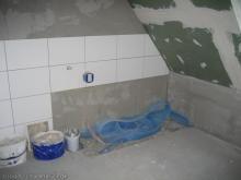 Erste Fliesen im Bad Ecke für Badewanne [24.11.2009] Fliesen