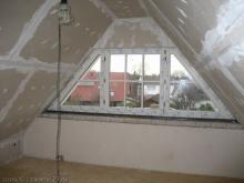 Spitzboden ist fertig isoliert und verkleidet  [30.11.2009] Trockenausbau
