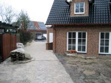 Die Auffahrt ist fertig gepflastert  [06.12.2009] Garten- und Außenanlagen