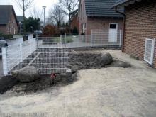 Pflasterarbeiten sind abgeschlossen Pflasterung und der fast fertige Zaun [31.12.2009] Garten- und Außenanlagen