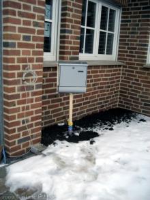 Der provisorische Briefkasten  [01.01.2010] Garten- und Außenanlagen