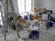 Tapete unter der Decke und an den Fenstergauben Die Utensilien der Maler [12.01.2010] Malerarbeiten