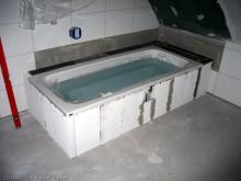 Badewanne mit Wasser als Ballast