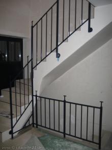 Treppengeländer sind fertig gestrichen  [22.01.2010] Treppen