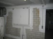 Die Kellerräume werden gestrichen Technik-Raum mit Sicherungskasten [22.01.2010] Malerarbeiten