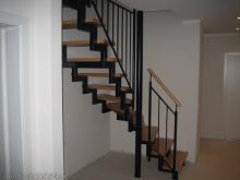 Die Handläufe sind montiert und die Treppe zum Dachboden ist fertig  [09.02.2010] Treppen