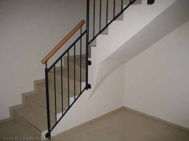 die handl ufe sind montiert und die treppe zum dachboden. Black Bedroom Furniture Sets. Home Design Ideas